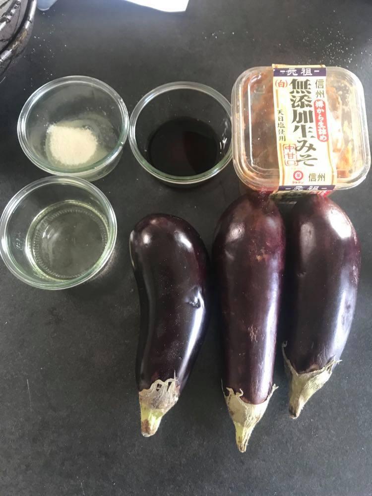 råvare til aubergineer